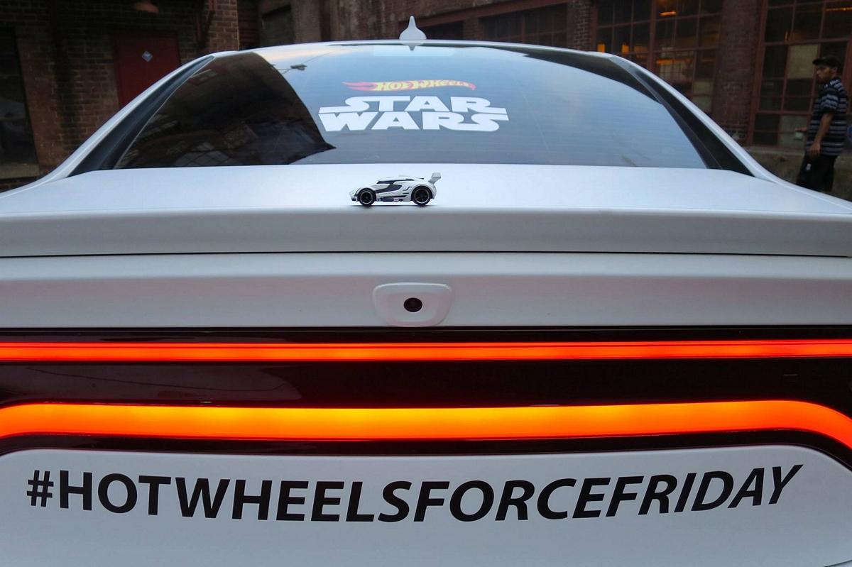Hot Wheels : Star Wars First Order Stormtrooper LS Uber Car