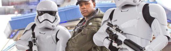 John Boyega rencontre Les Légendes de la Force à Disneyland Paris