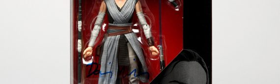 Star Wars Authentics – Figurine Hasbro Black series de Rey version The Last Jedi dédicacée par Daisy Ridley