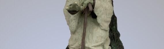 ATTAKUS – Yoda « using the force » 1/5eme Statue