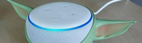 Un stand The Child pour l'enceinte Amazon Echo Dot