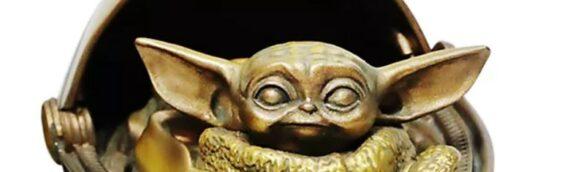 Disneystore : Une suspension de The Child de couleur bronze